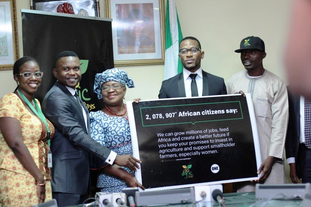 Wax DBanj Deliver Petition to Nigerian Finance Minister